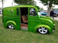 house-kolors-custom-divco-truck-delivers-goods-2018-02-28_17-36-01_277477.jpg